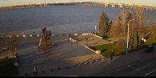 Webcam Dnepr (Dnepropetrovsk) - The monument to the Afghans on the banks of the Dnieper