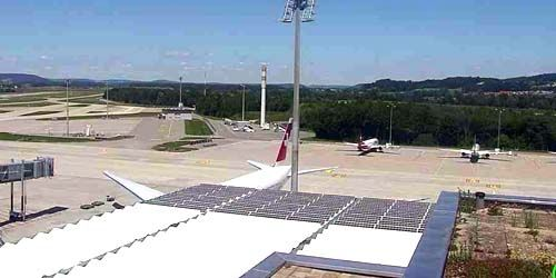 Webcam Zurich - Kloten Airport (controlled cameras)