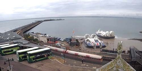Webcam Portsmouth - Hovercraft catamarans in Ryde