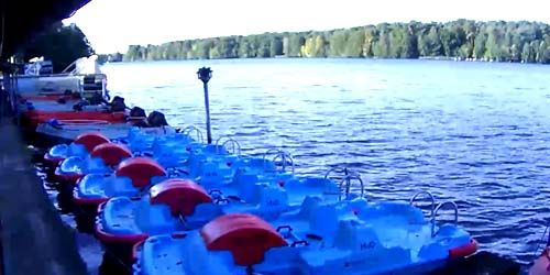 Webcam Berlin - Catamarans rental on a lake in the suburbs