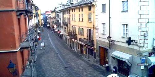 Webcam Aosta - Pedestrians in the city center