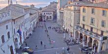 Webcam Assisi - Piazza del comune, the fountain with the three lions