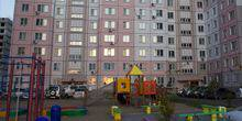 Webcam Khabarovsk - A children's Playground and Parking