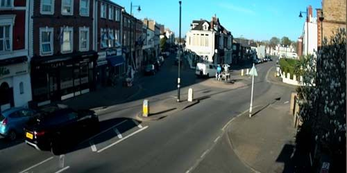 Webcam London - Shops and cafes in the Hampton area