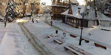 Webcam Truskavets - Holidaymakers on benches along Shevchenko street