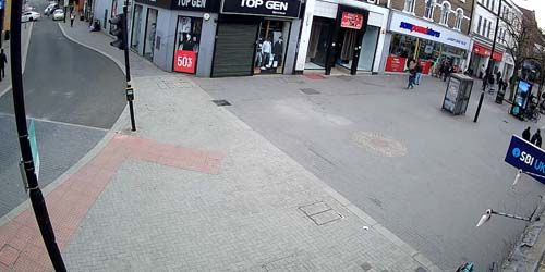 Webcam London - Shops and cafes on the High Street in Hounslow