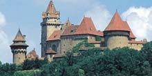 Webcam Vienna - Kreuzenstein castle municipality Leobendorf