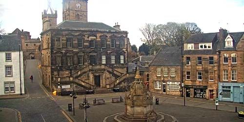 Webcam Edinburgh - Linlithgow Palace in the suburbs