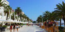 Promenade, palm trees, shopping arcade Split