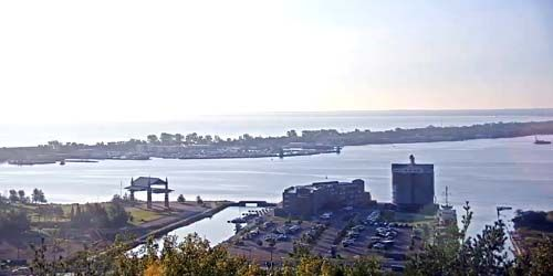 Webcam Duluth - Panorama of the harbor and port from above