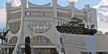 Webcam Grodno - Monument tank in front of Drama teatre