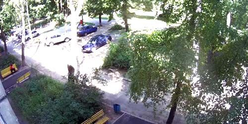 Webcam Kharkov - Yard of a residential building on the Heroes of Stalingrad